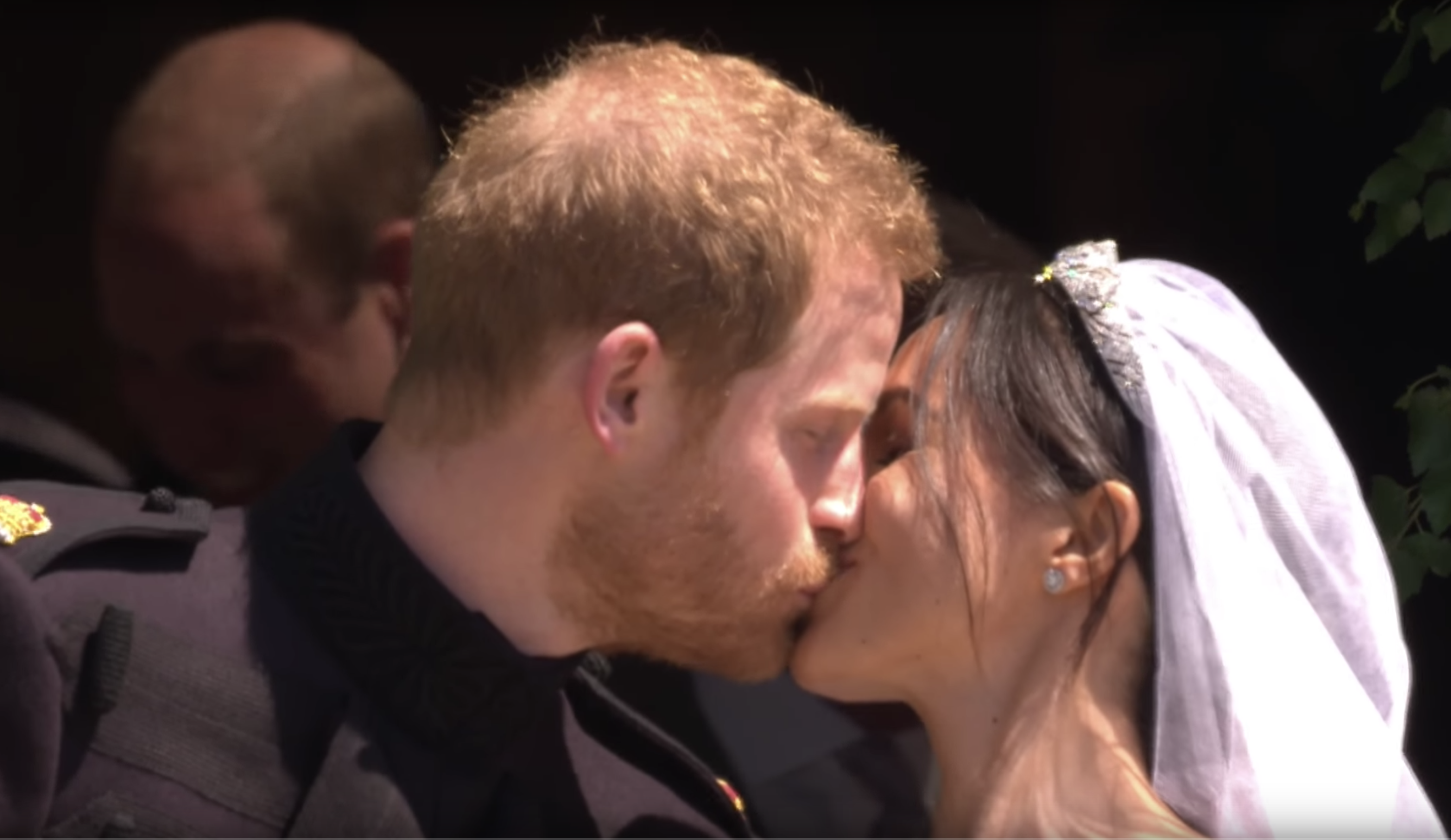 harry meghan kissing